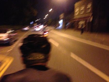 「脚よ、あれが倫敦の灯だ」というリンドバーグな気分になるほど暖かく見えたロンドンの黄色い街灯。生きて帰ってきましたよ!