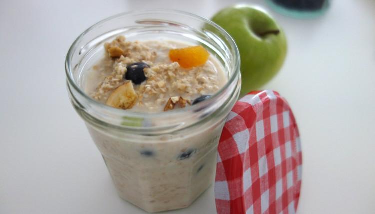 ヨーグルトやフルーツと合わせたものをジャムジャーに彩りよく入れておくと、朝ごはんを抜きがちなティーンエイジャーも、冷蔵庫から出してそのままモソモソと食べてくれています。